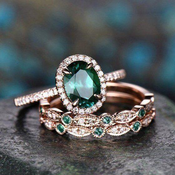anillos de compromiso con esmeralda